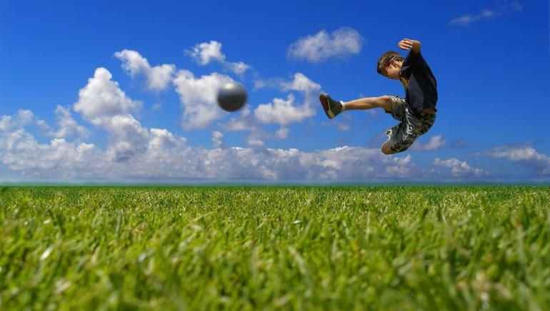 Las Ligas Europeas Se Toman un Respiro, Pero el Fútbol Continúa